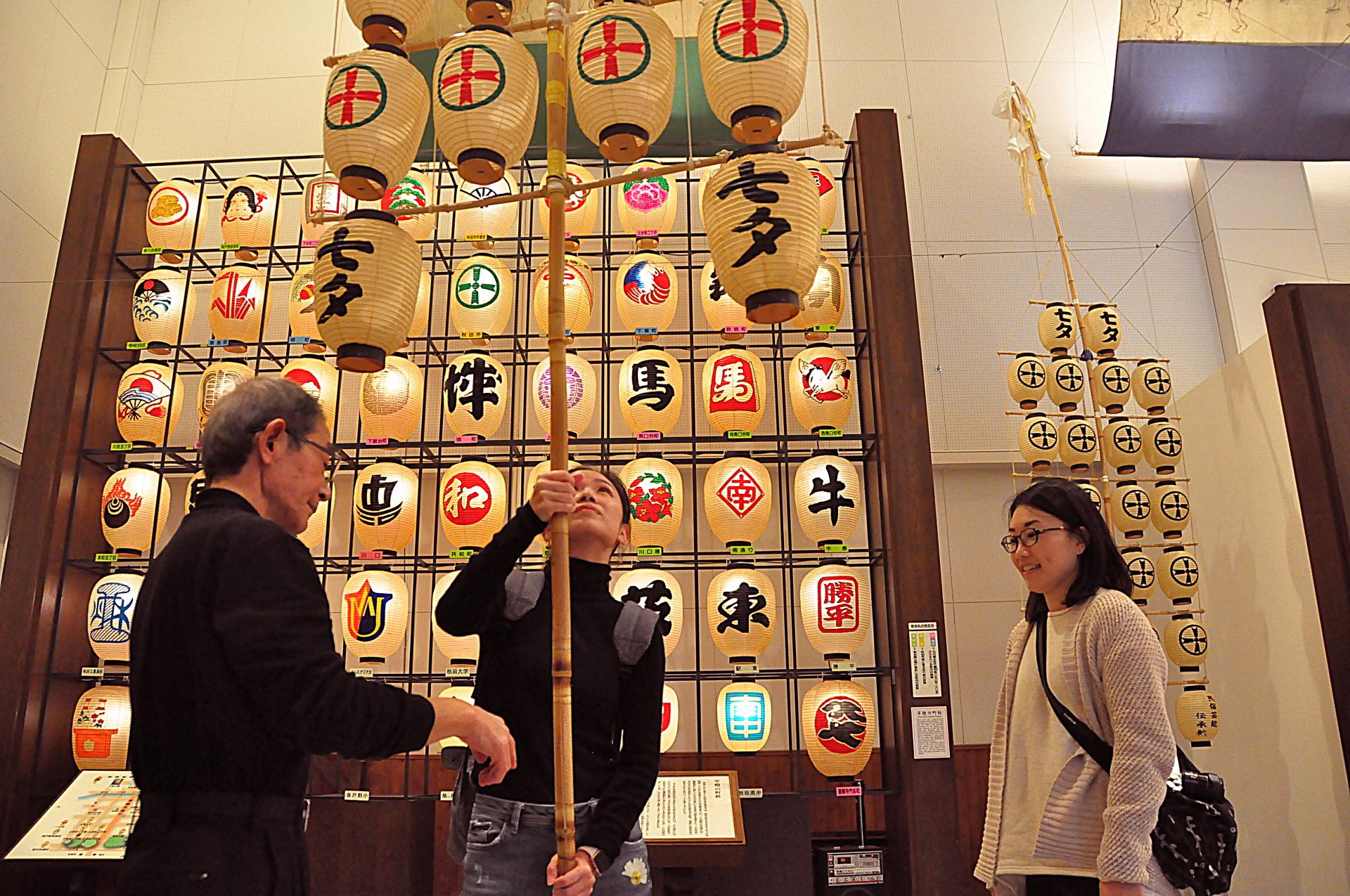 写真:伝統の神業「竿燈」修業3