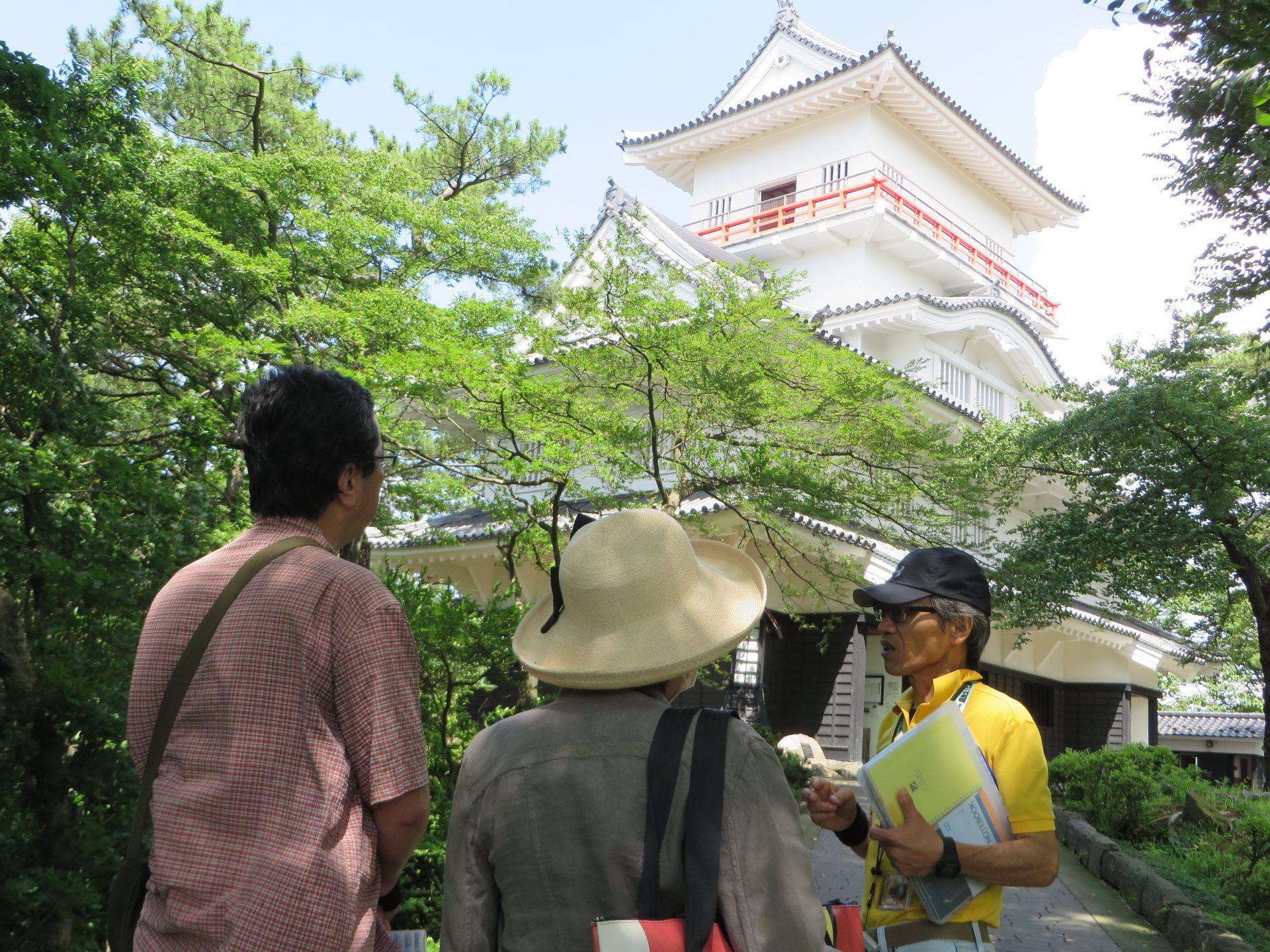 写真:観光案内人と巡る秋田城下町1